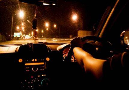 mengendarai mobil malam hari